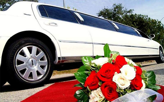 Wedding-limo-lincoln-white